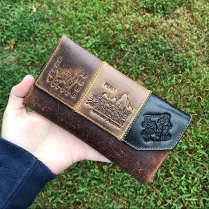 ❌SOLD❌ LEATHER GRAPHIC DESIGNED PERU SIGHTS WALLET